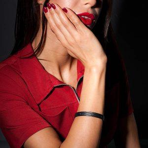 Girl with Bracelet_Carbon_Fiber_Black_Stones_Small_zakcode