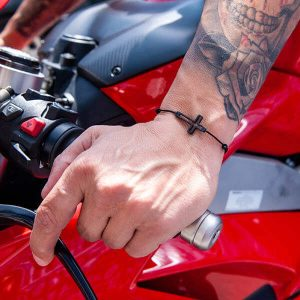 Man`s hand Bracelet_Carbon_Fiber_Cross_Black_String2-zakcode