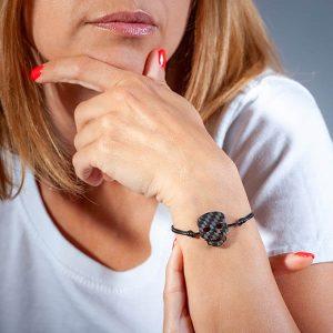 Girl with Bracelet__Carbon_fiber_Skull_Black_String1-zakcode