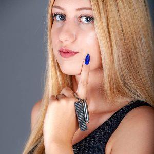 Carbon-fiber-keyholder-bullet-silver-on girl`s finger