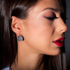 Girl with Earrings_Carbon_Fiber_Circles_Blue_2