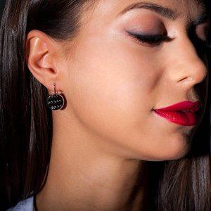 Girl with Earrings_Carbon_Fiber_Circles_Carbon Fiber