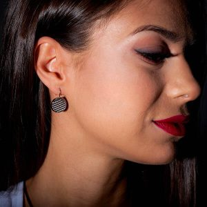 Girl with Earrings_Carbon_Fiber_Circles_Silver1-zakcode