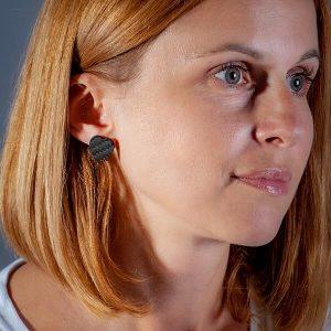 Girl with Earrings_Carbon_Fiber_Hearts_matte3-zakcode