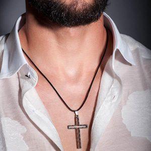 Man with Necklace_Carbon_Fiber_Cross_Matt_zakcode
