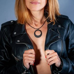 Girl with Necklace_Carbon_Fiber_Ellipse_zakcode-2