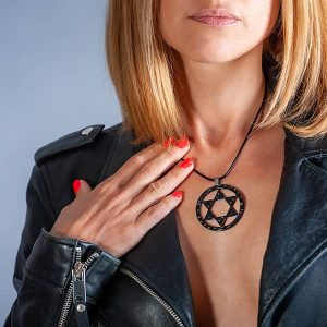 Girl with Necklace_Carbon_Fiber_Super-Star_no_stones1-zakcode