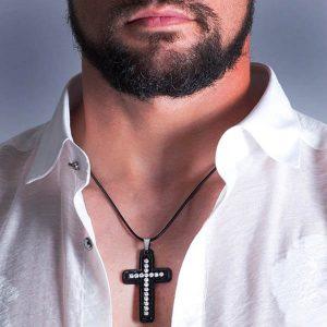 Man with shirt weaing