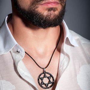 Man wearing Necklace_Carbon_Fiber_White_Super_Star_High_Gloss-zakcode