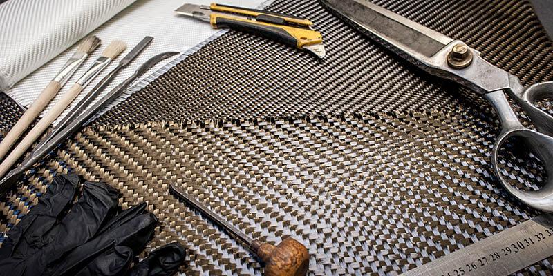 Карбонова тъкан и инструменти за работа с нея